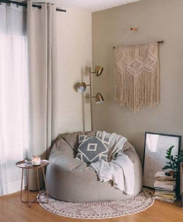 Transforme a decoração do seu cantinho de leitura incluindo um puff gigante redondo
