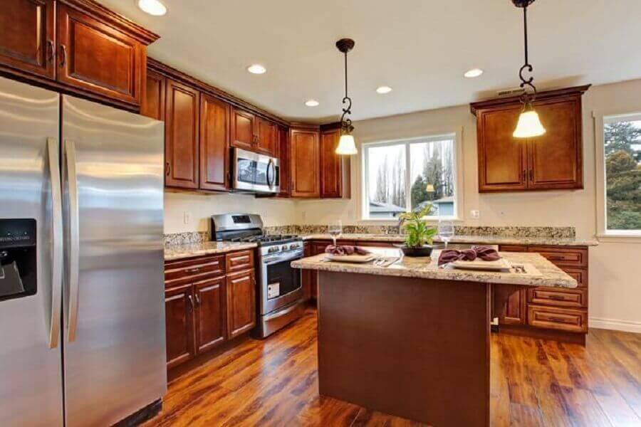 armário de cozinha grande de madeira Foto Istock