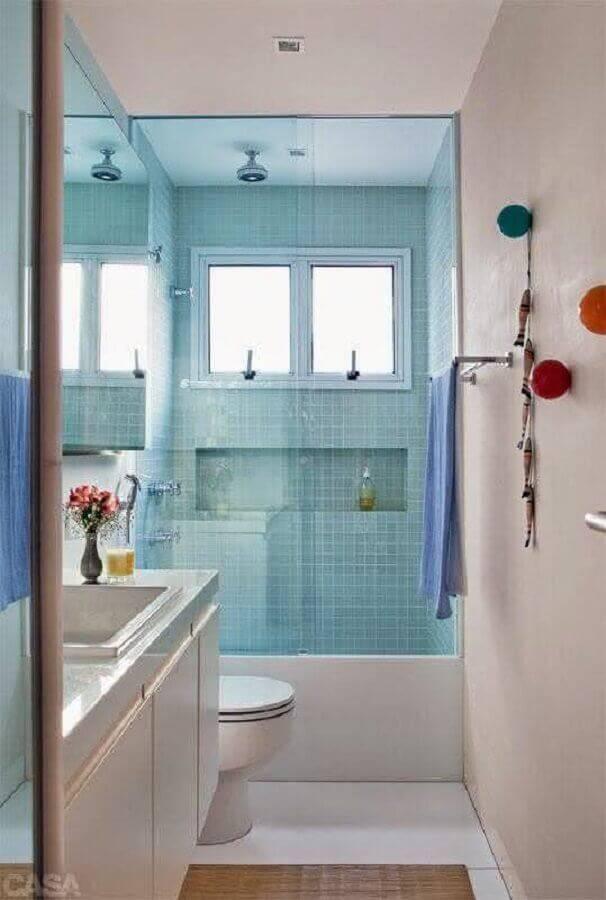 banheiro pequeno planejado azul e branco Foto Home Frashion Trend
