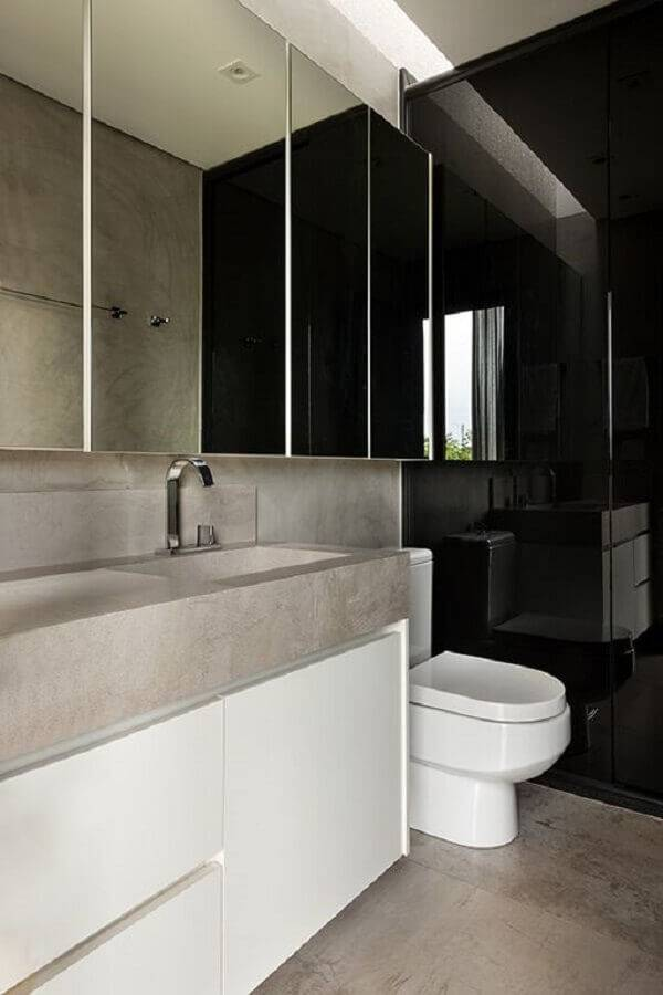 banheiro pequeno planejado com revestimento preto Foto SAINZ - Arquitetura