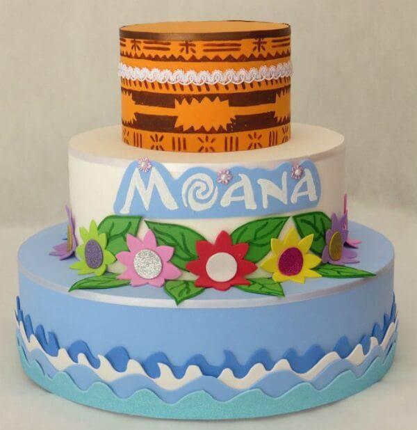 Modelo de bolo fake inspirado no filme Moana