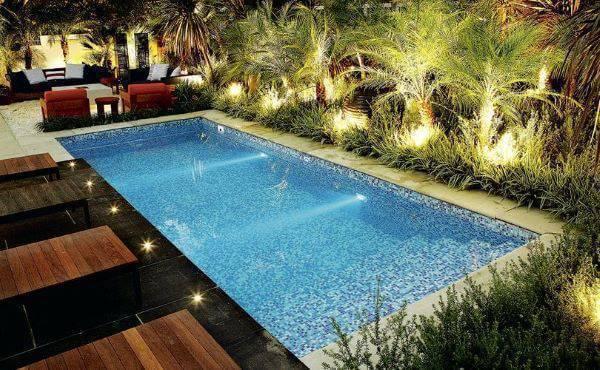 Borda de piscina de fibra com iluminação