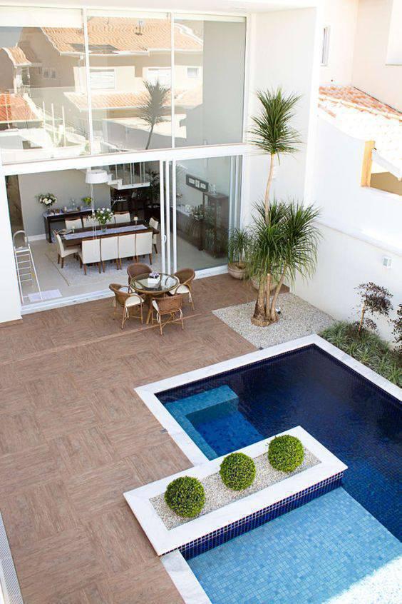 Pense no conforto da sua área da piscina