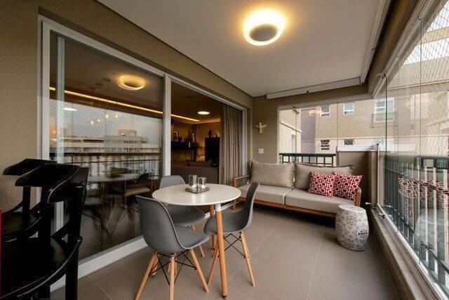 cadeira eames - ambiente com decoração moderna e cadeira eames