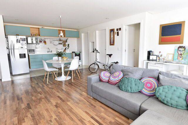 cadeira eames - ambientes integrados com composição de almofadas