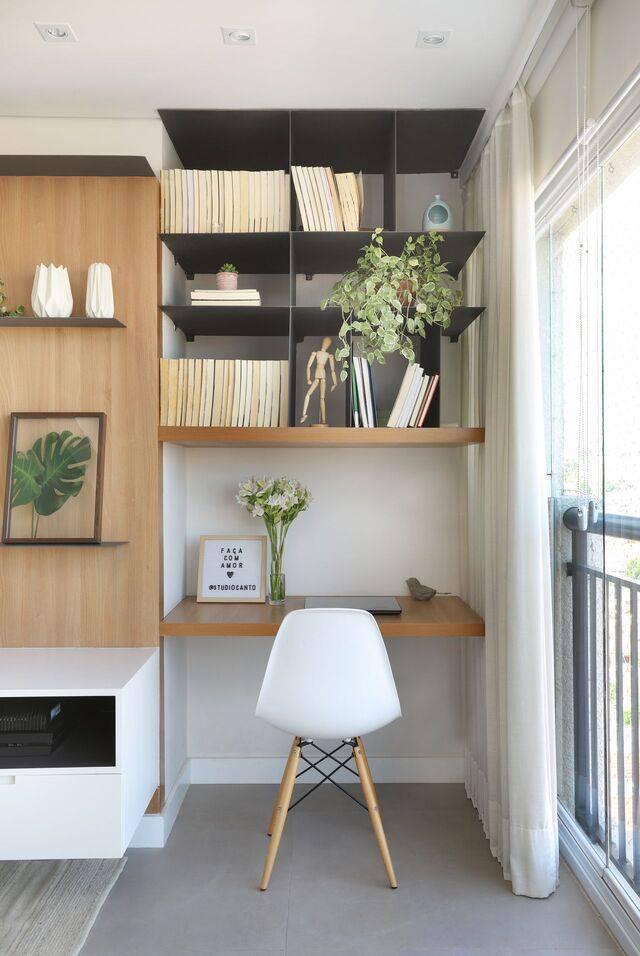cadeira eames - móvel em marcenaria preta e cadeira eames branca