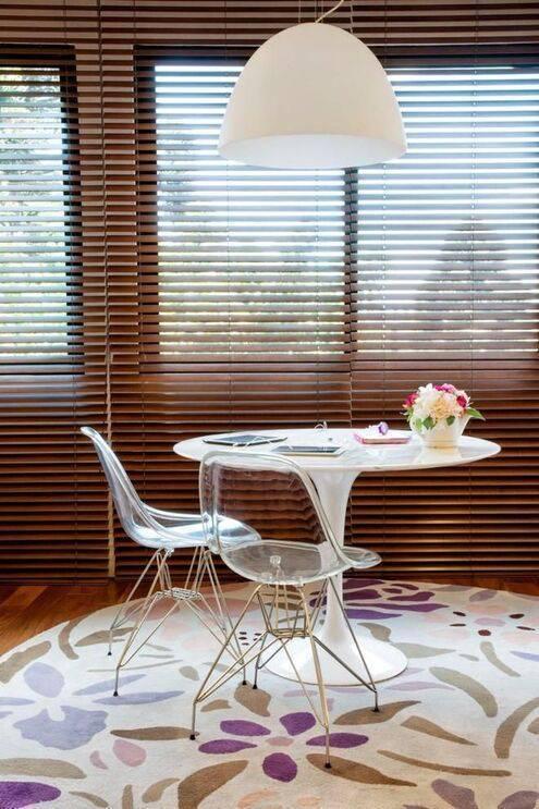 cadeira eames - quarto de solteiro com duas cadeiras charles eames