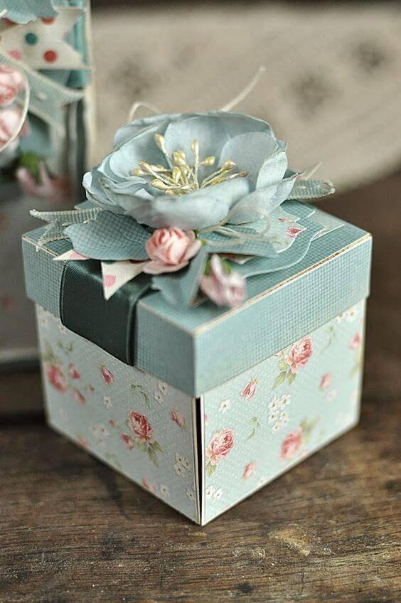 Caixinha para lembrancinha com caixa floral