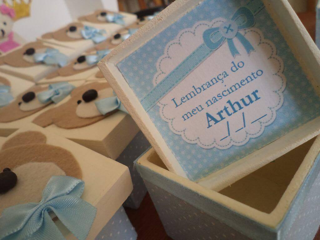 Caixinha de madeira para lembrancinha de maternidade