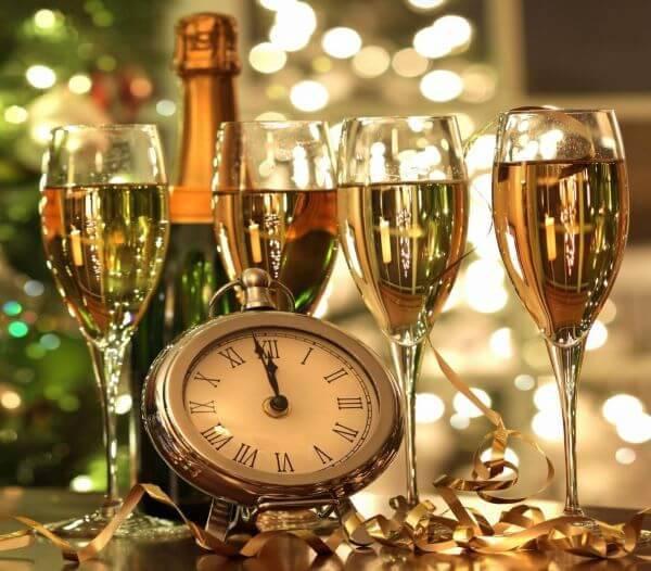 Ceia de ano novo com muito champagne