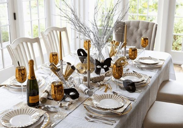 Ceia de ano novo branco e dourado