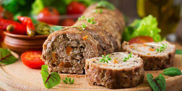 Rocambole de carne para a ceia de ano novo