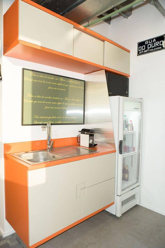 cor laranja - armário creme e laranja