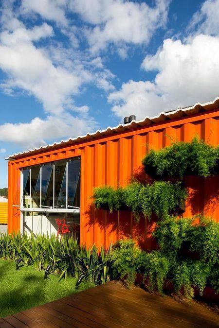 cor laranja - casa contêiner e fachada laranja