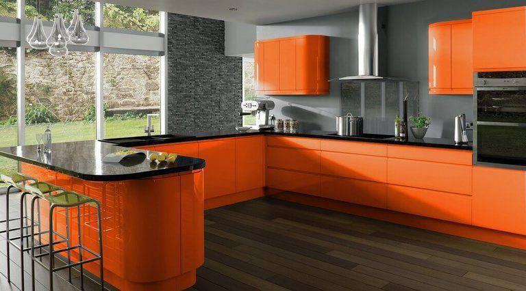 cor laranja - cozinha com armários laranjas