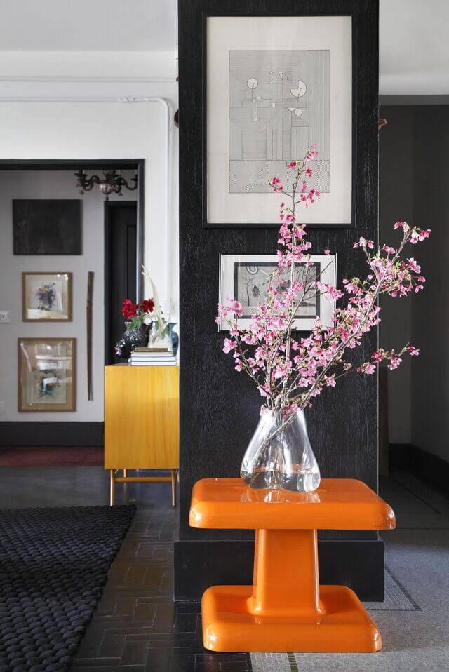 cor laranja - mesa de apoio laranja