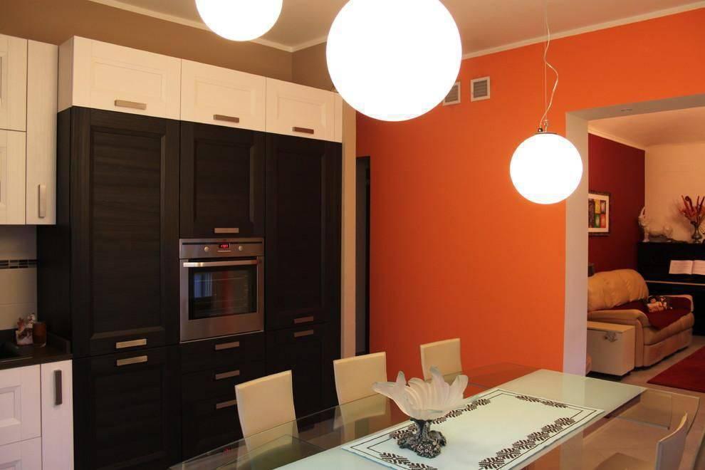 cor laranja - parede laranja em sala de jantar