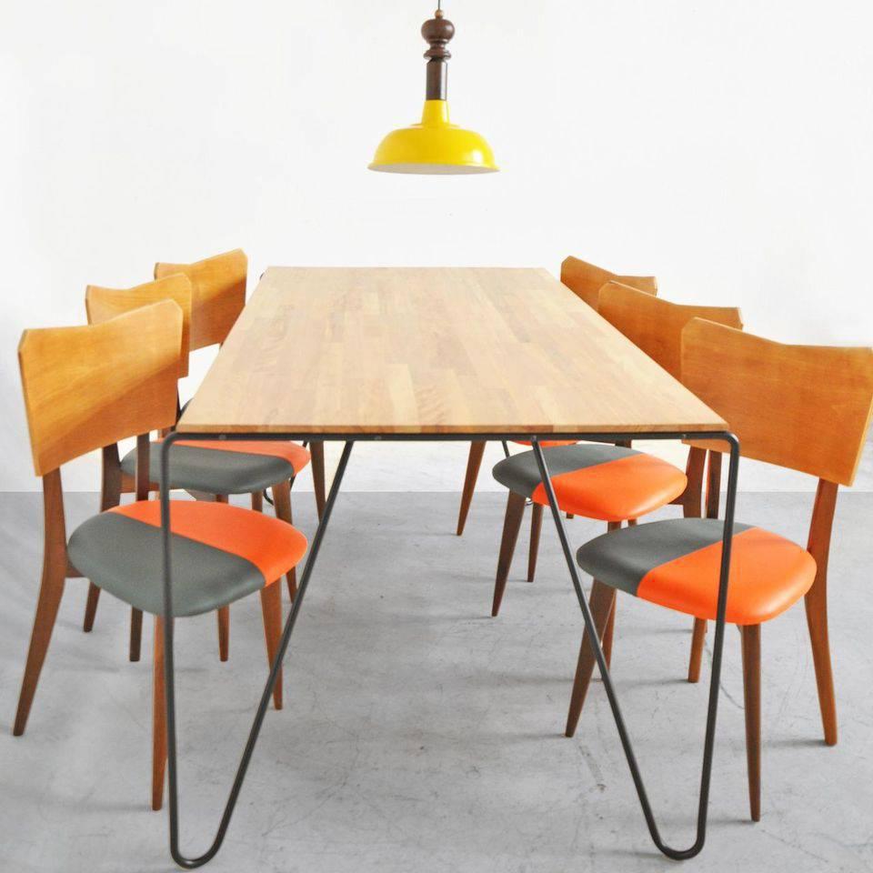 cor laranja - pendente amarelo e cadeira com tampo laranja e cinza