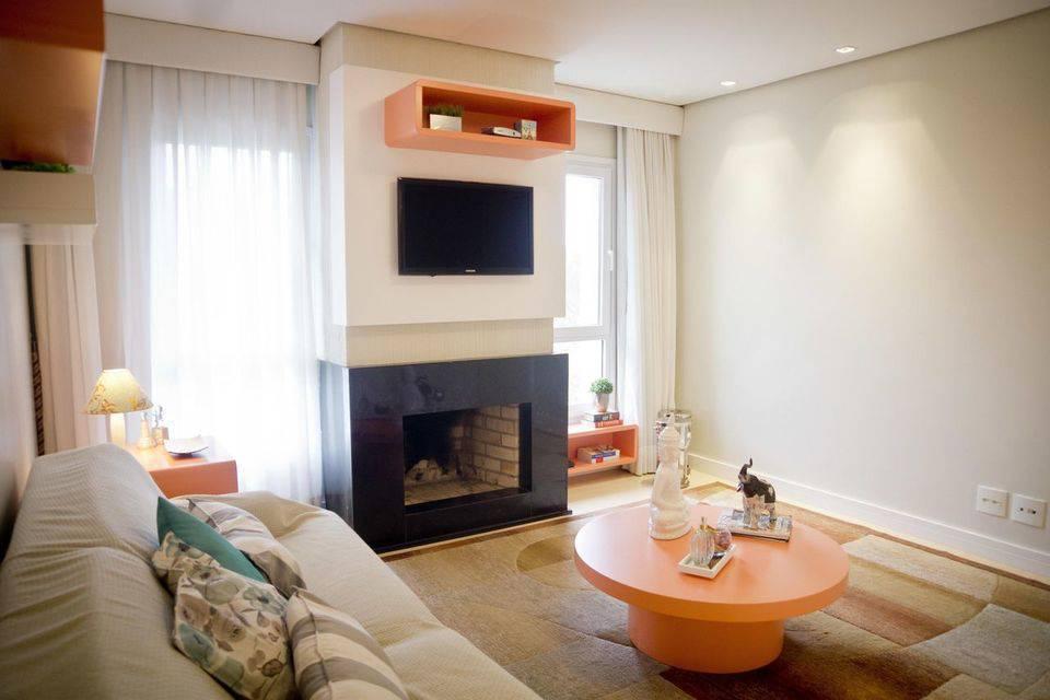 cor laranja - sala de estar com nichos laranja