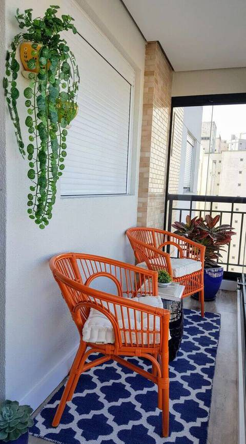 cor laranja - varanda com decoração laranja e azul