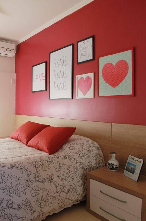 Cor vermelha no quarto de casal