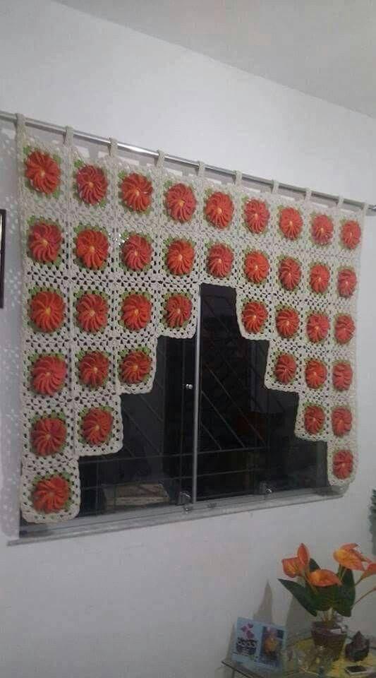 cortina de crochê - cortina branca e vermelha