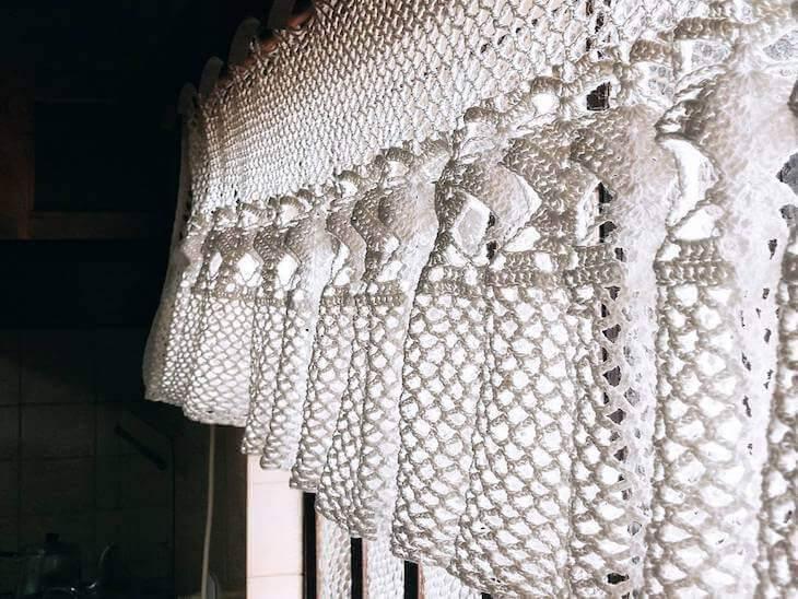 cortina de crochê - cortina branca simples e pequena