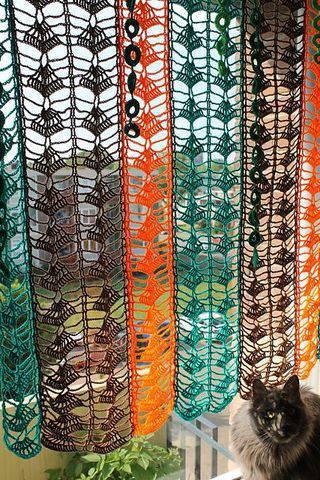 cortina de crochê - cortina colorida com listras verticais