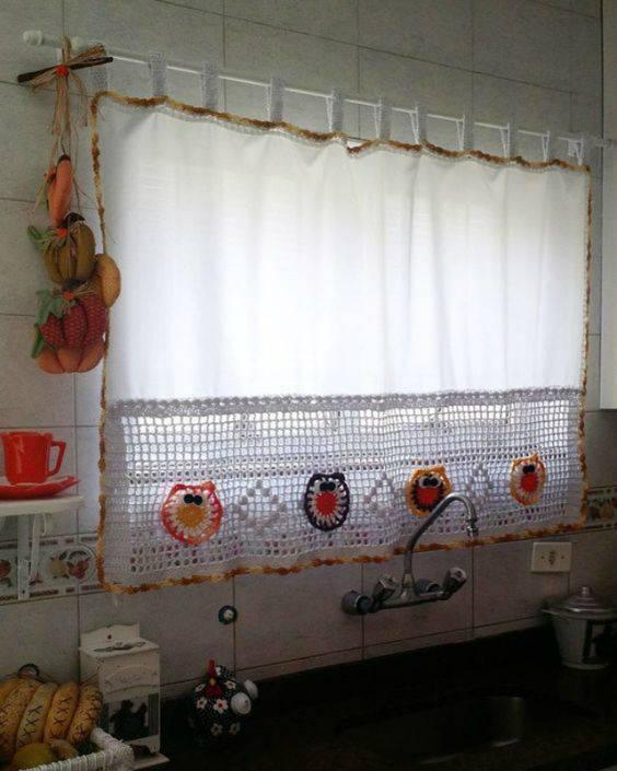 cortina de crochê - cortina colorida em cozinha