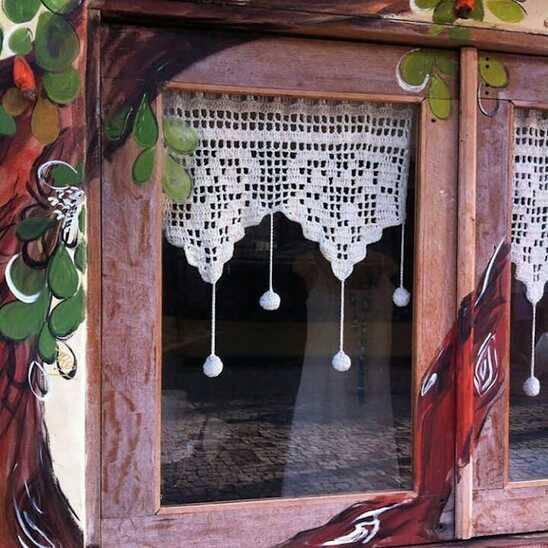 cortina de crochê - cortina com bolas