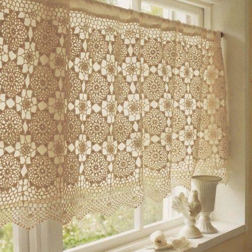 cortina de crochê - cortina com detalhes brancos