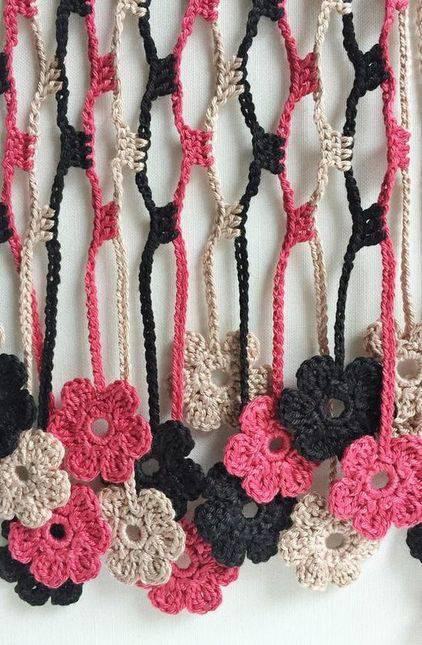 cortina de crochê - cortina com flores pequenas coloridas