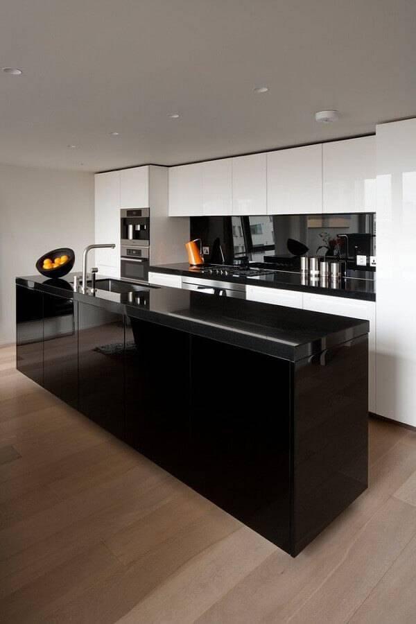cozinha com ilha central preta Foto InDizajn