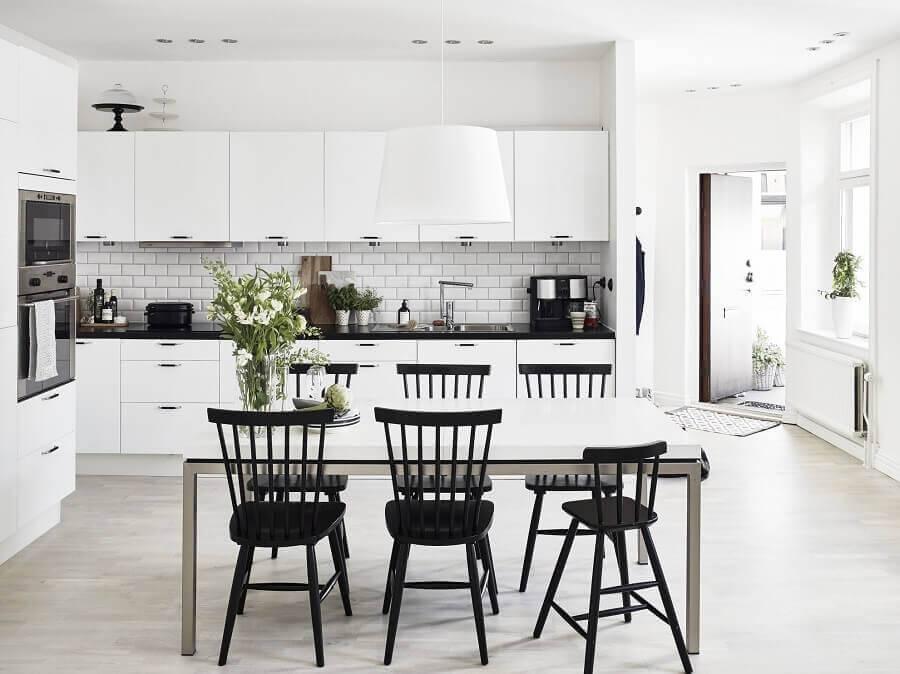 cozinha grande toda branca Foto Planete-deco