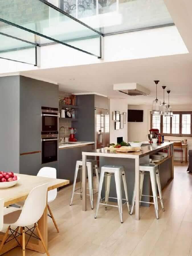 cozinha planejada com ilha moderna  Foto HappyModern