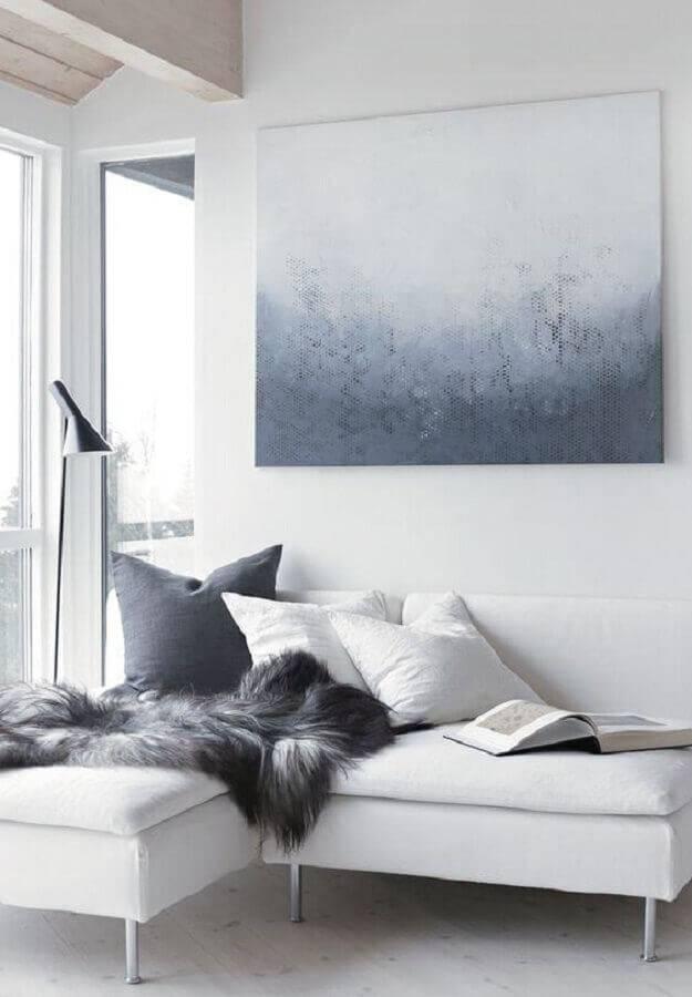 decoração clean para sala branca e cinza com sofá pequeno sem braço Foto Pinterest