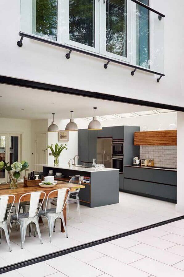 decoração com armários cinza para cozinha conceito aberto com sala de jantar Foto JERA Arquitetura e Engenharia