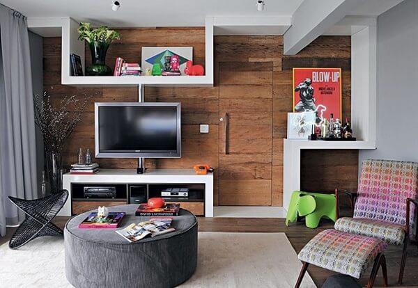 Poltrona para sala de tv com tecido colorido