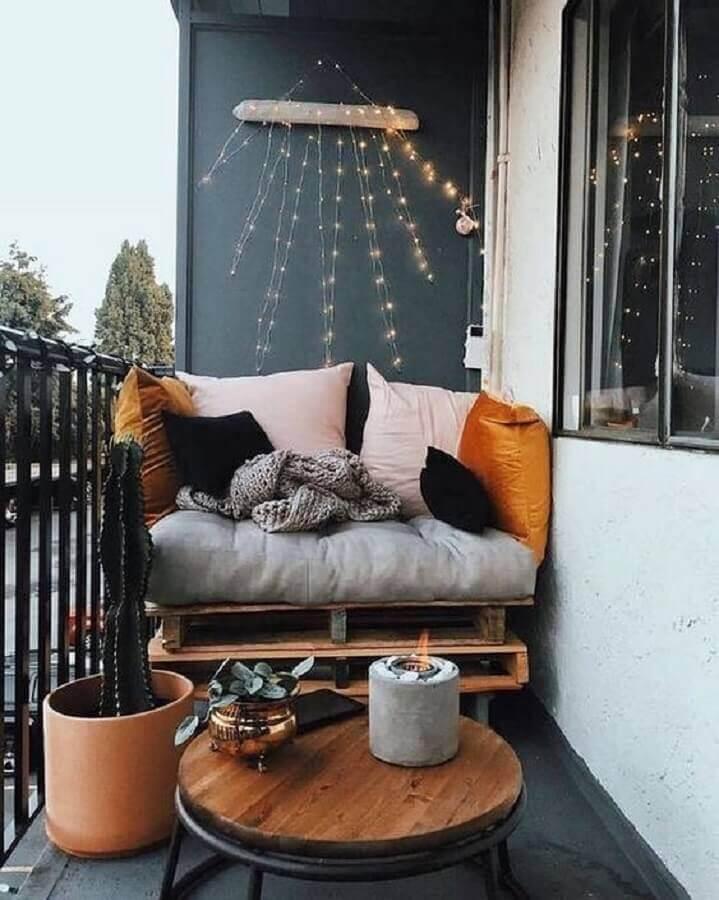 decoração de varanda pequena com mesa de apoio redonda Foto Pinterest