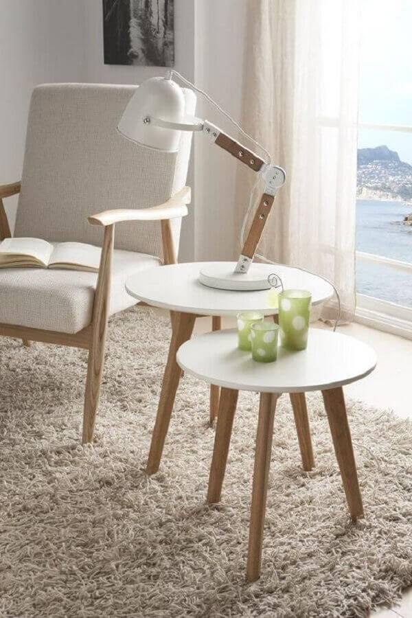 decoração em tons neutros para sala com duas mesa de apoio redonda Foto Intense Mobiliário e Interiores