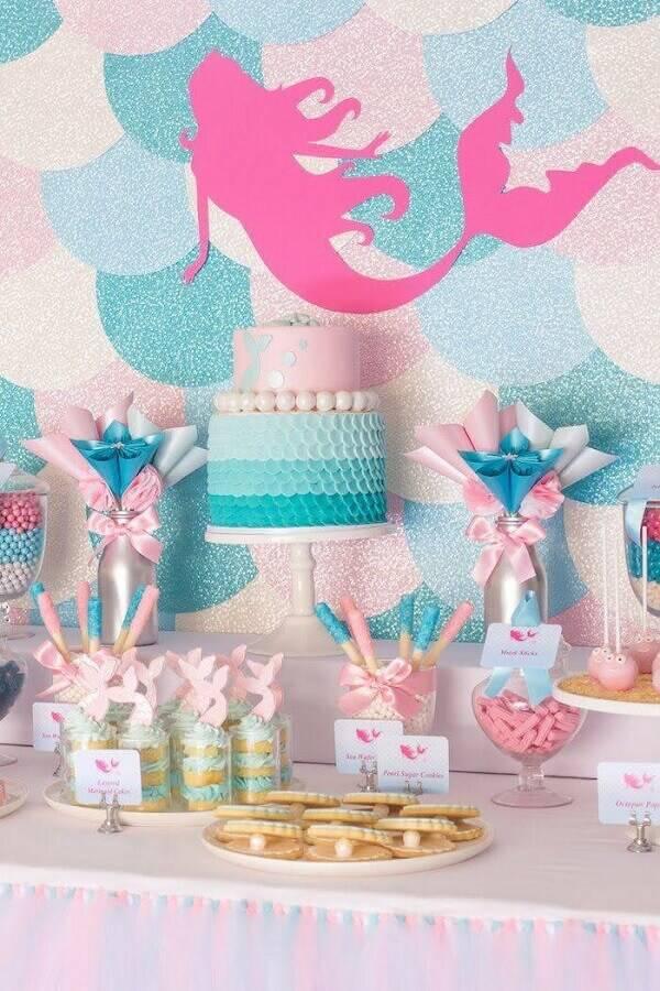 decoração mesa de festa de aniversário com tema sereia Foto O Cantinho da Nati