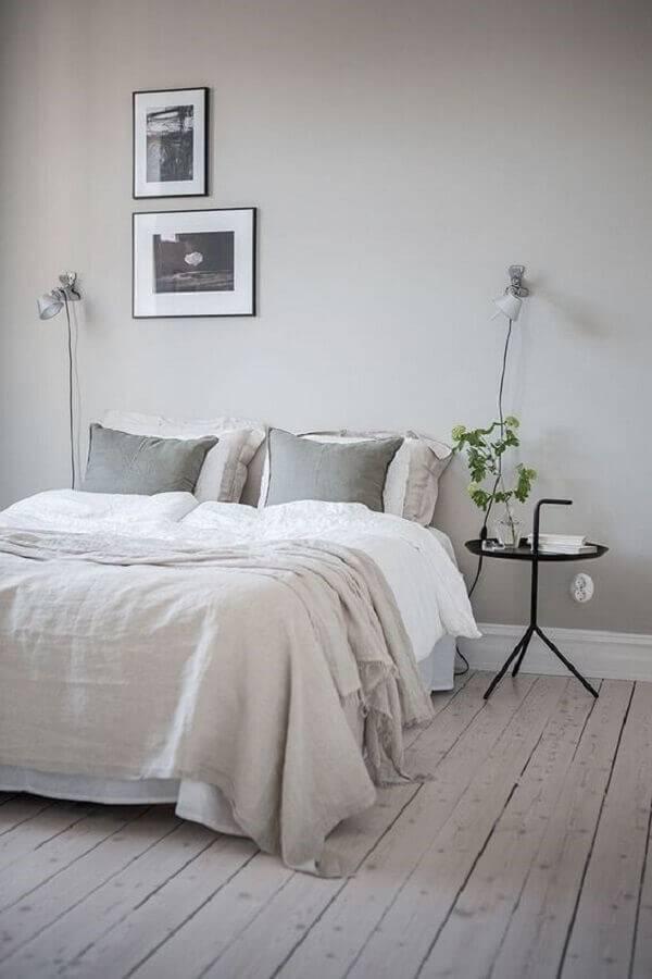 decoração minimalista para quarto com mesa de apoio redonda Foto Coco Lapine Design