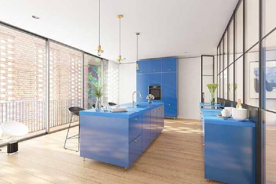 decoração para cozinha com ilha central toda azul Foto Pinterest