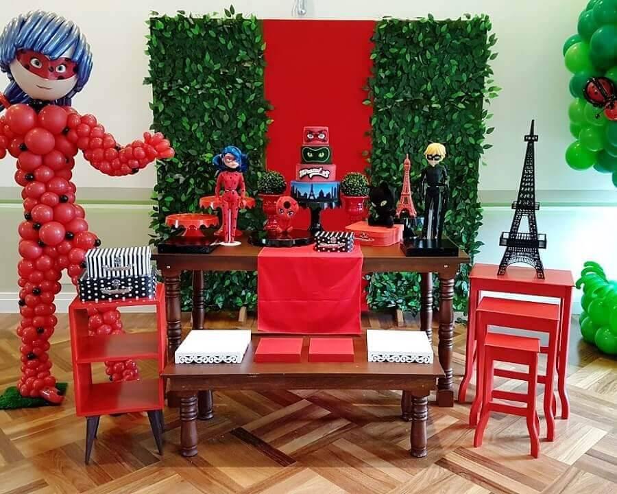 decoração para mesa de aniversário com tema ladybug Foto Mundo Ovo