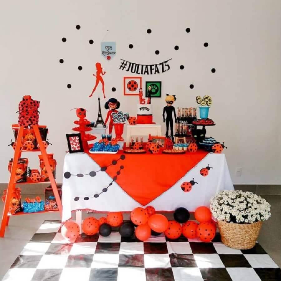 decoração para mesa de aniversário simples tema ladybug Foto Casa e Festa