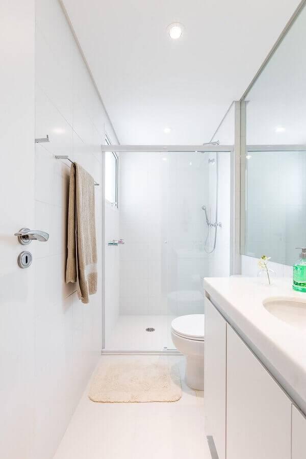 decoração simples para banheiro pequeno planejado todo branco Foto BY Arq&Design
