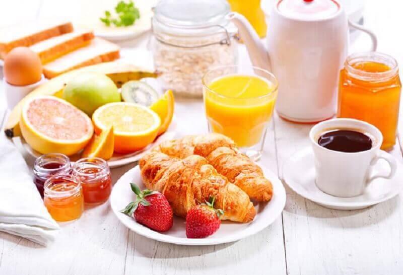 decoração simples para mesa de café da manhã Foto Tulle e Cannella