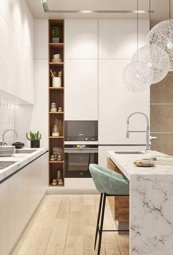 Decoração armário de cozinha com banqueta de veludo azul