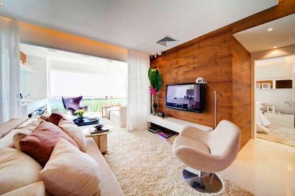 Ambiente decorado com poltronas para sala de tv giratória e sofá
