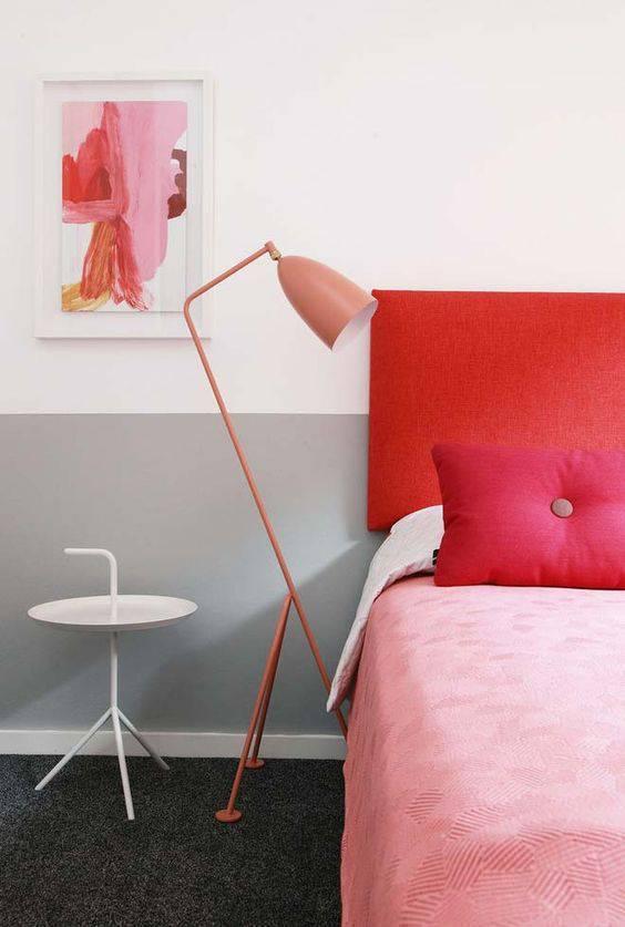 Decoração moderna em rosa e vermelho